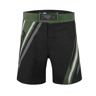 Bad Boy Pro Series Advanced MMA Shorts Schwarz-Grün
